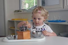 Práce dětí s pomůckami